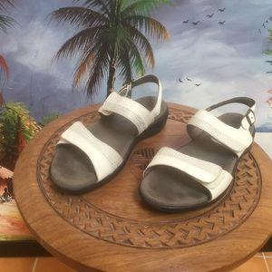 SAS Nudu white low heel sandals Sz 8